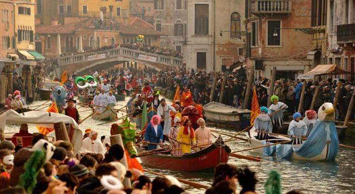 Scatti del Carnevale sull'acqua